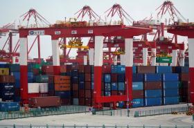 Nákladní kontejnery v šanghajském přístavu