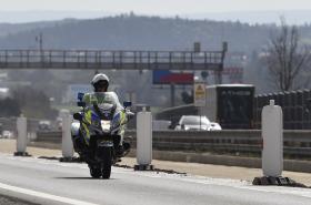 Policista na motorce