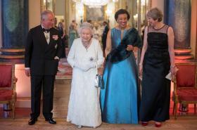 Princ Charles, královna Alžběta II., generální tajemnice Commonwealthu Patricia Scotland a premiérka Mayová v Buckinghamském paláci