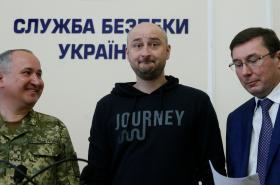 Šéf SBU Hrycak, Babčenko a generální prokurátor Lucenko na tiskové konferenci
