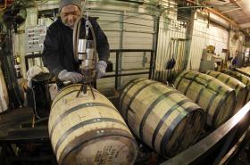 Na snímku provoz Jim Beam Distillery v Kentucky.