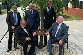 V Košicích slavnostně odhalili lavičku Václava Havla.