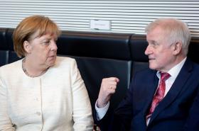 Merkelová a Seehofer během zasedání unie CDU/CSU