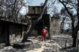 Následky požáru ve vesnici Mati