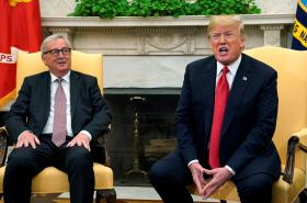 Schůzka Junckera a Trumpa (zleva)