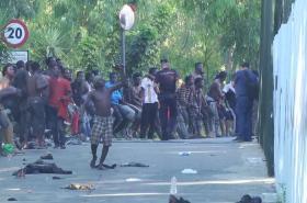Migranti pronikli do španělské enklávy Ceuta