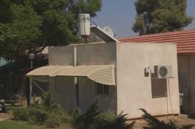 Protiletecký kryt v kibucu Kfar Aza u hranic s Pásmem Gazy