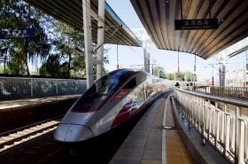 Rychlovlak na lince do Hongkongu vyráží z pekingského západního nádraží