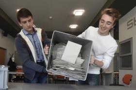 Volby skončily, náročné sčítání se blíží
