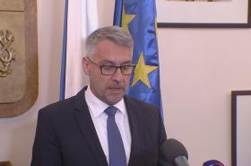 Ministr obrany Lubomítr metnar na toskové konferenci k úmrtí českého vojáka