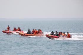Záchranáři pátrají po troskách zříceného letadla