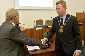 Bývalý primátor Teplic Jaroslav Kubera a nově zvolený Hynek Hanza