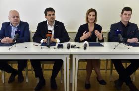 Zástupci čtyřkoalice v Brně při podpisu koaliční smlouvy