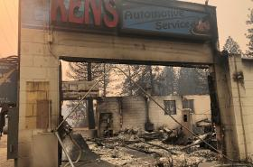 Následky ničivého požáru v kalifornském městě Paradise