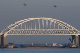 Ruská letadla nad Kerčským mostem
