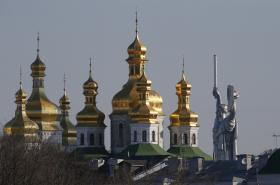 Kyjevskopečerská lávra a socha Matka vlast