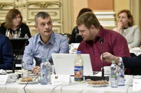 Radní Jaroslav Hýzl z ODS (vlevo)