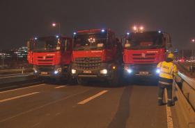 Zátěžové testy na mostu u Vltavské