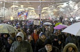 Demonstrace proti prezidentu Vučičovi v Bělehradu