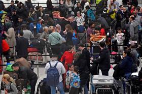 Cestující na letišti Gatwick