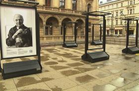 Zničená výstava fotografií