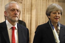 Jeremy Corbyn odmítá výzvy Theresy Mayové ke společnému jednání