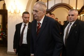 Prezident Miloš Zeman s ochrankou