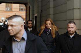 Petra Kvitová před budovou soudu
