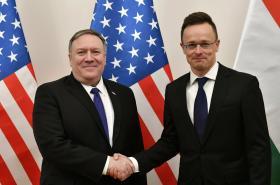 Americký ministr zahraničí Mike Pompeo s maďarským protějškem Péterem Szijjártó v Budapešti