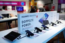 Nabídku mobilů od firmy Huawei představovaná v Bonnu