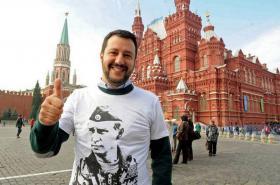 Salvini během svého výletu v Rusku. A jako obdivovatel Putina