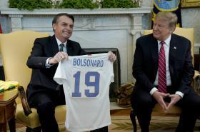 Bolsonaro dostal od Trumpa dres