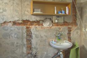 Nádražní byty v majetku SŽDC jsou ve velmi špatném stavu