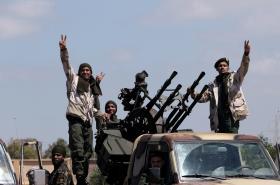 Vojáci maršála Haftara mířící k Tripolisu