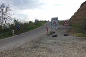 Částečně uzavřená silnice u Dolních Věstonic