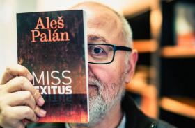 Aleš Palán se svou knihou