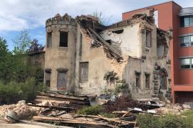 Část bývalého sídla pánského spolku Schlaraffia v Jablonci nad Nisou byla 11. května stržena