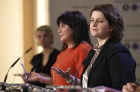 Ministryně financí Alena Schillerová (za ANO) a ministryně práce a sociálních věcí Jana Maláčová (ČSSD)