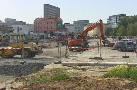 Stavební stroje v ulicích Brna