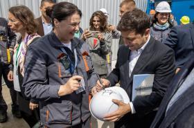 Volodymyr Zelenskyj při konzervování elektrárny v Černobylu