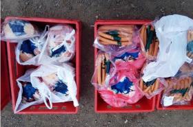 Nevhodně převáženou zásilku masa pro dětský tábor veterináři znehodnotili barvou