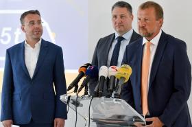Ministr Vladimír Kremlík, ředitel CzechToll Matej Okáli a Václav Nestrašil z ŘSD