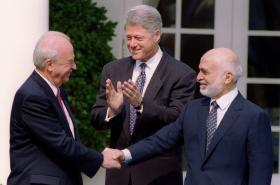 Rabin, Husajn a Clinton po podpisu Washingtonské deklarace