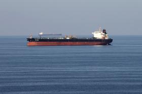 Tanker plující Horzmuzským průlivem