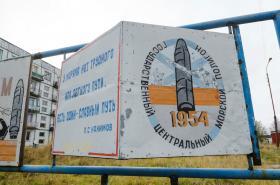 Informační tabule v armádním polygonu u obce Něnoksa