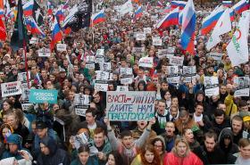 Lidé v centru Moskvy požadují svobodné volby