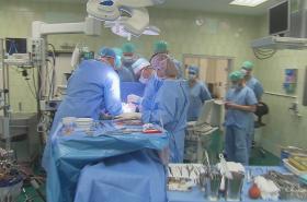 Lékaři a sestry v nemocnici