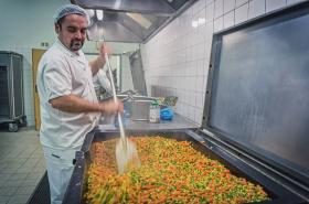 Olomoucká nemocnice začala nabízet pestřejší a zdravější jídla