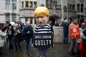 Demonstranti před Nejvyšším soudem
