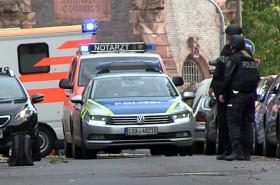 Policie hlídá oblast, kde útočníci stříleli